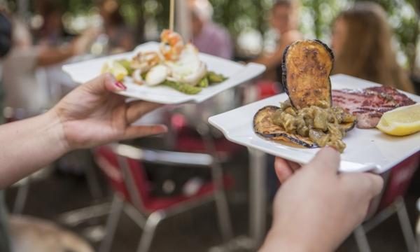 Profitez du beau temps et mangez en terrasse à Montréal