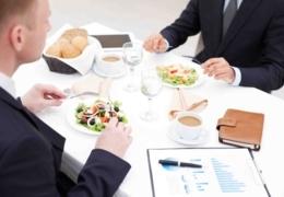 Où manger pour un dîner d'affaires entre collègues à Québec
