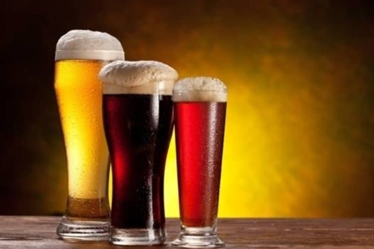 Boire une bonne bière de microbrasserie