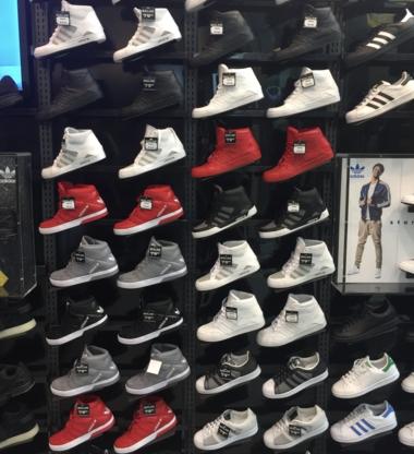 a1bd8ba8074 Shoe Stores near Les Promenades St-Bruno QC