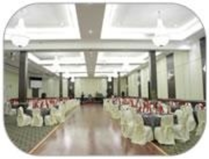 J & J Best Western Banquet Hall - Hotels - 416-759-4000