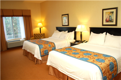 Fairfield Inn & Suites - Hotels - 250-763-2800