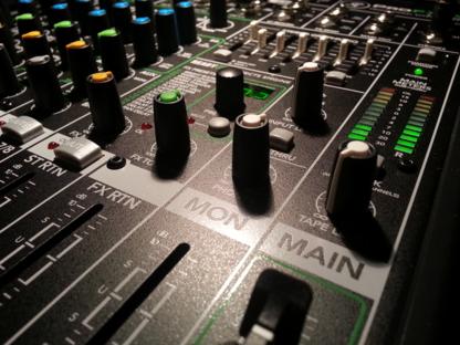 Mr Music DJ & Karaoke Services - Accessoires et organisation de planification de mariages - 709-682-3008