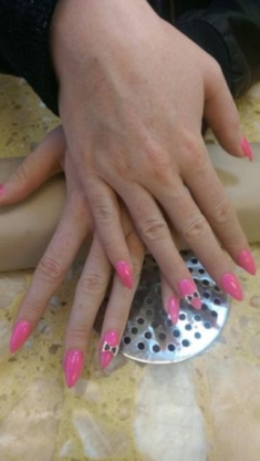 Lucky Nails - Waxing - 780-533-3999
