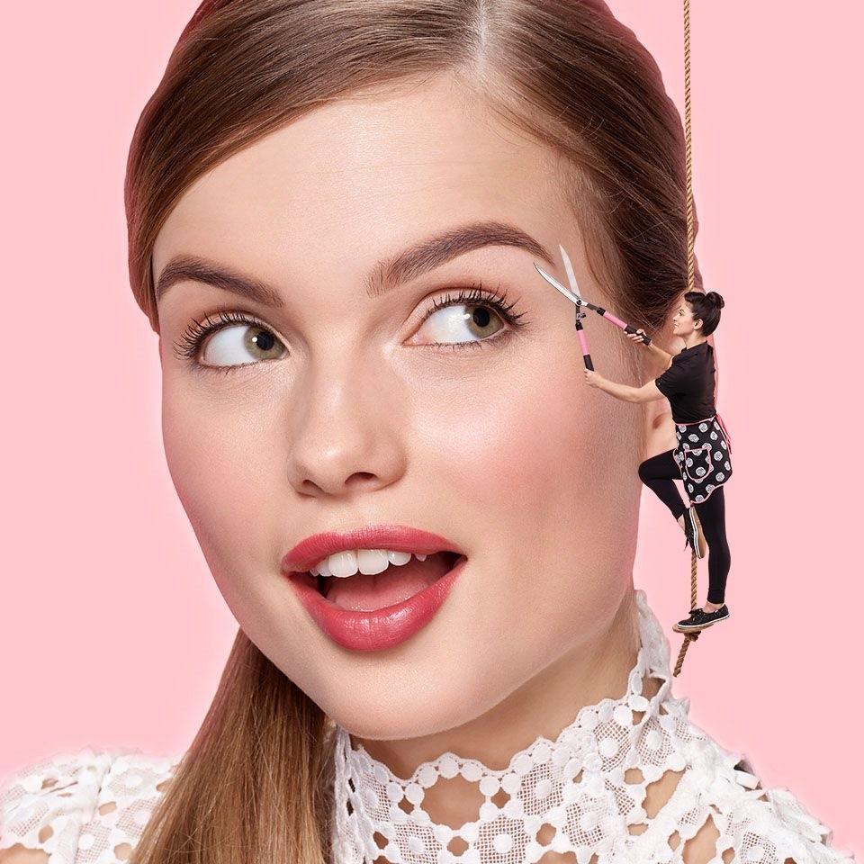Benefit Cosmetics Brow Bar - Salons de coiffure et de beauté