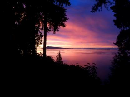 Driftwood Island Retreat - Bed & Breakfasts - 250-752-9373