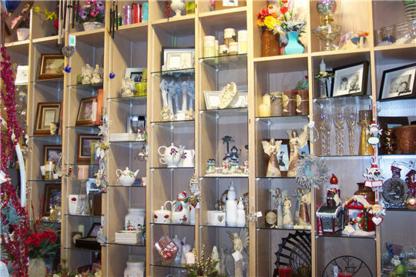 Hearts & Flowers At Westmount - Florists & Flower Shops - 519-886-6410