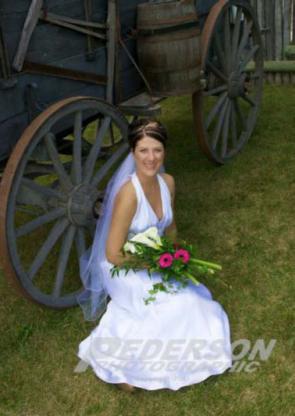 Pederson Photographic - Portrait & Wedding Photographers - 204-572-5855