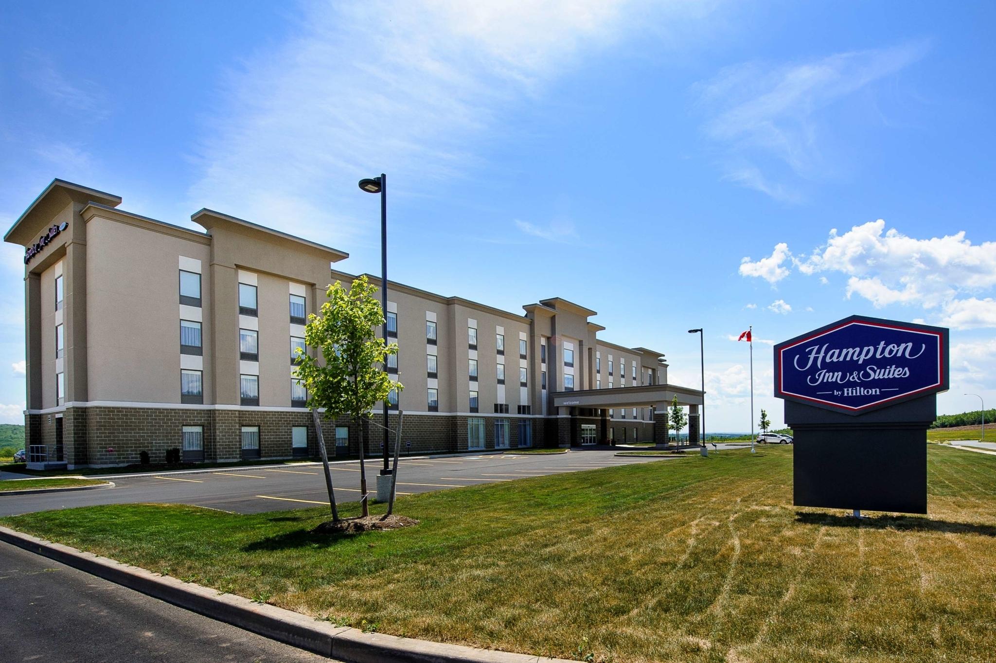 Hampton Inn & Suites by Hilton Truro - Hotels