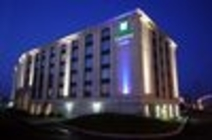 Holiday Inn Express & Suites Montréal Airport - Hôtels - 1-877-654-0228
