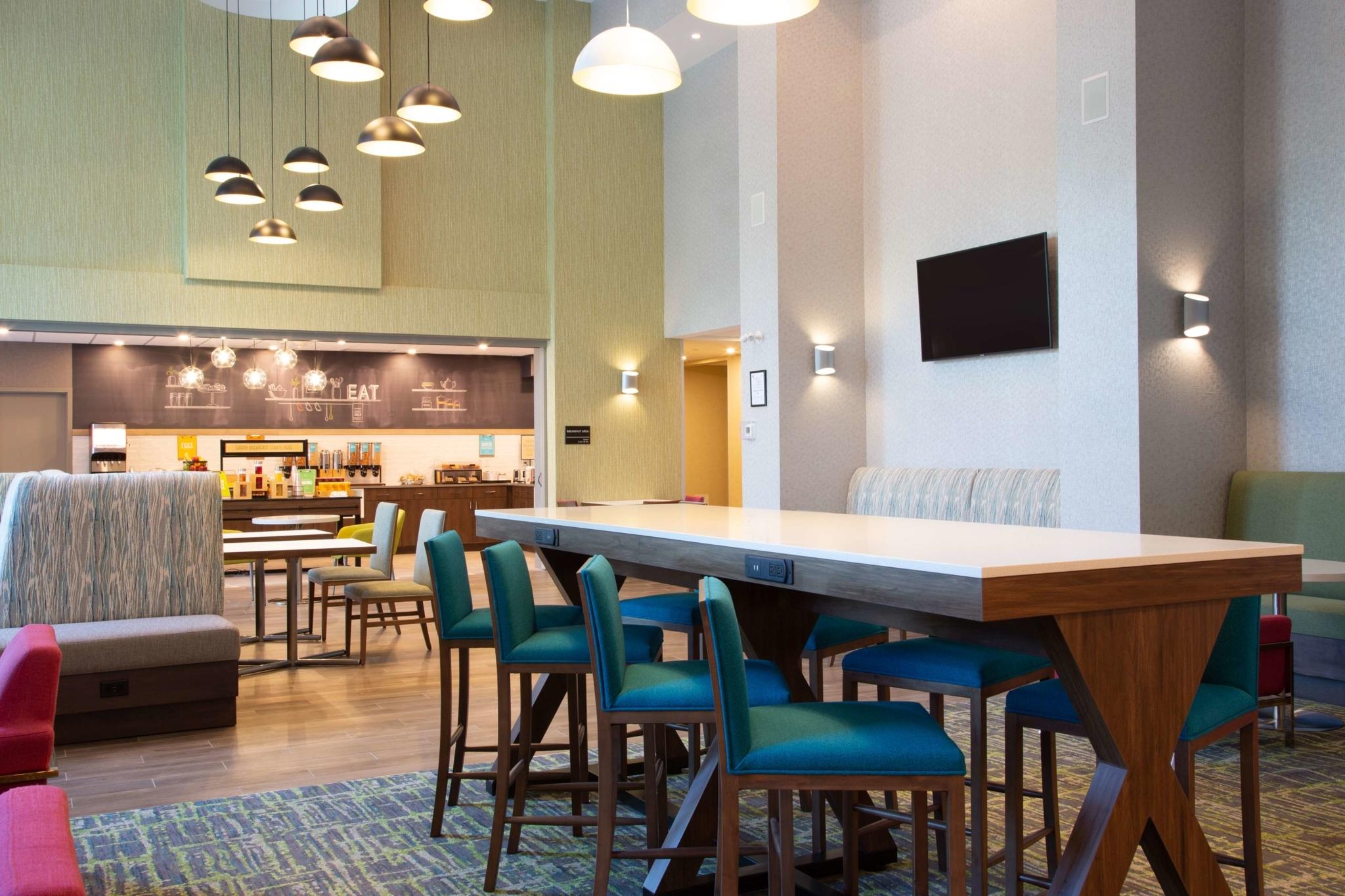 Hampton Inn & Suites by Hilton Edmonton St. Albert - Hotels