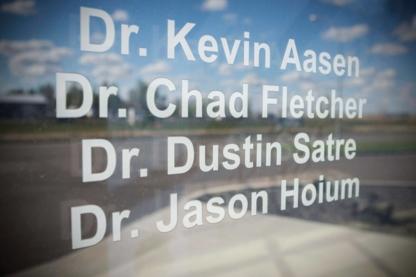 Dr Kevin V Aasen - Dentistes - 306-842-8111