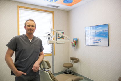 Crestwood Dental - Dentists - 403-526-0777