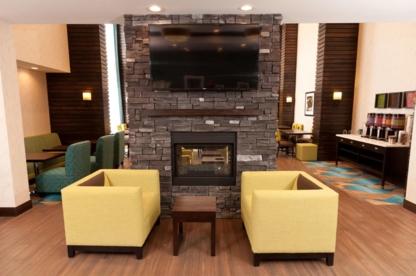 Hampton Inn & Suites by Hilton Regina East Gate - Hotels - 306-721-6000