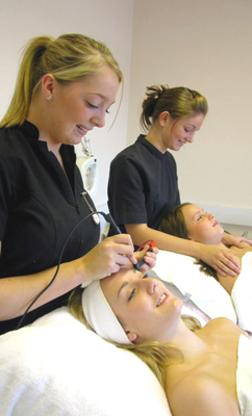 Universal Hair & Aesthetics Academy - Écoles de coiffure et d'esthétique