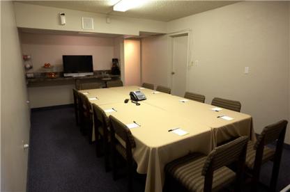 Days Inn - Hotels - 403-327-6000