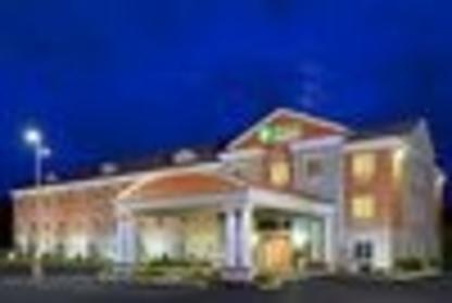 Holiday Inn Express & Suites 1000 Islands - Gananoque - Hôtels - 613-382-8338