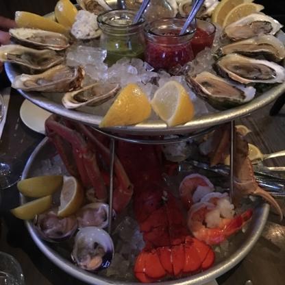 Voir le profil de Lucille's Oyster Dive - L'Acadie