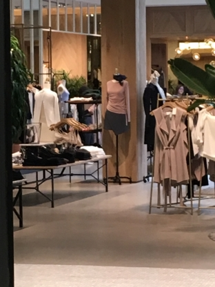 Aritzia - Shopping Centres & Malls