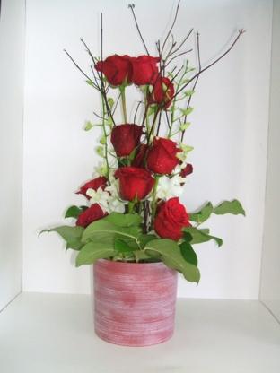 Fleuriste Lily-Rose Magog - Florists & Flower Shops - 819-769-0105