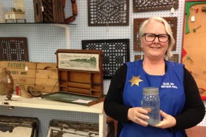 Blue Jar Antique Mall Ltd - Antiquaires