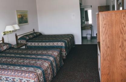Stetson Village Inn - Motels