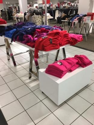 Hudson's Bay - Grands magasins - 604-261-3311