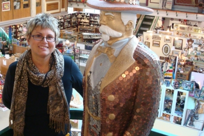 Old Strathcona Antique Mall - Antiquaires
