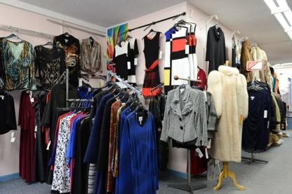 Spiros Furs - Magasins de vêtements pour femmes - 905-428-2233