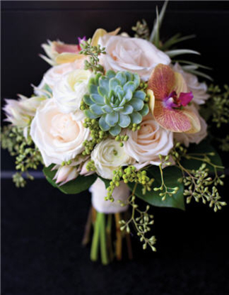 Lilies White Flower & Gift Shop - Florists & Flower Shops - 519-576-7100