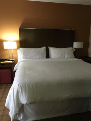 Four Points by Sheraton Edmonton Gateway - Hotels