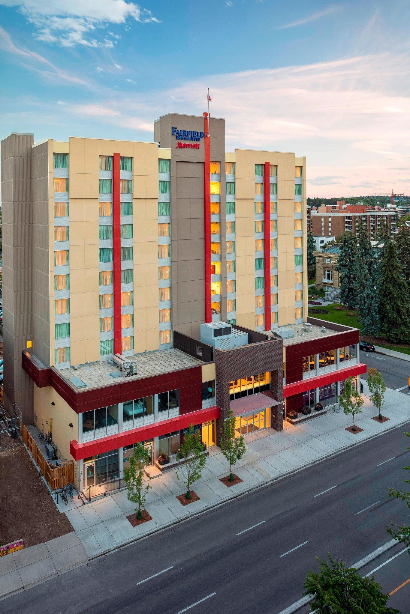 Fairfield Inn & Suites by Marriott Calgary Downtown - Hotels