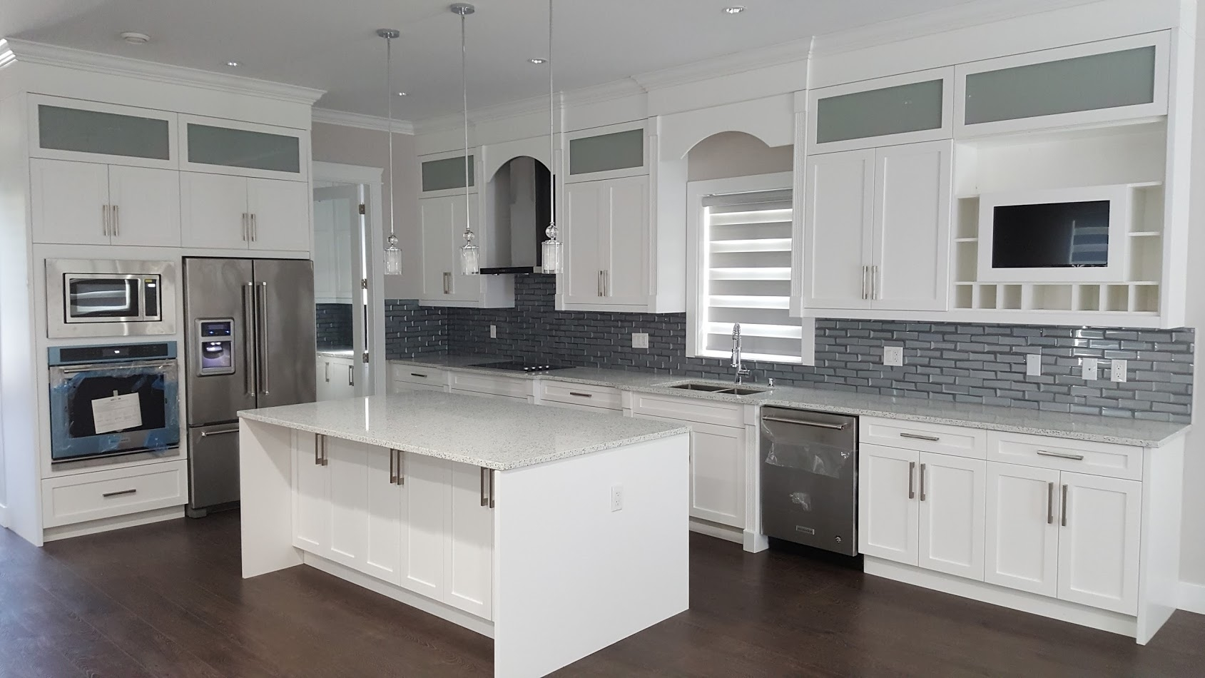 Woodpecker kitchen cabinets ltd opening hours 215 for Bathroom cabinets surrey bc