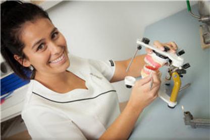 Andrée Marcotte Denturologiste - Traitement de blanchiment des dents - 450-983-6778