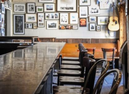 The Ceili Cottage - Pubs - 416-406-1301