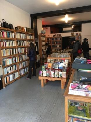 Librairie Les Bons Débarras - Book Stores