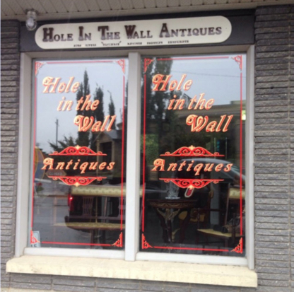 Hole In The Wall Antiques - Antiquaires
