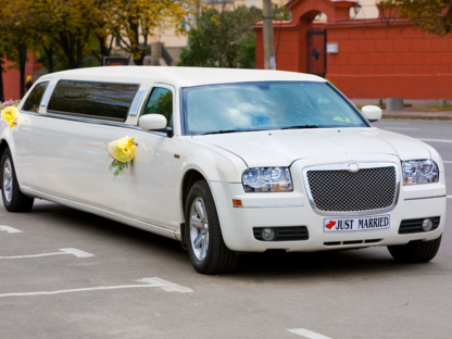eee Limo - Airport Transportation Service - 289-339-3400