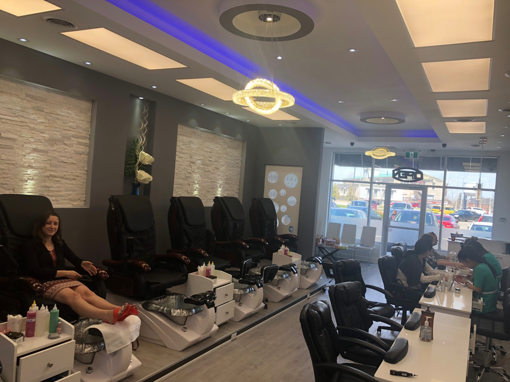 Luxury Nail And Spa - 344 Glendale Ave, St Catharines, ON