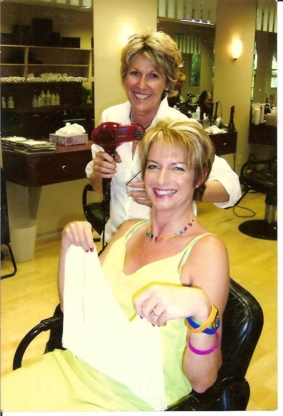 Hairworks In The Village - Hairdressers & Beauty Salons - 604-986-2233