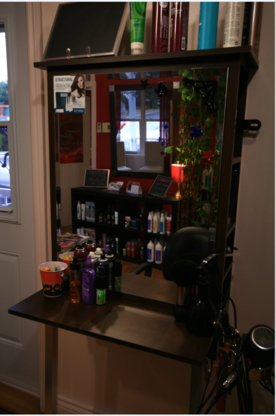 Studio Magenta - Hairdressers & Beauty Salons - 819-478-6254