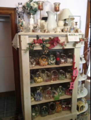 And Everything Nice Antiques & Collectibles - Antiquaires