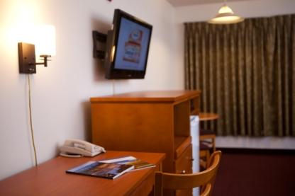 Maverick Inn & Waterslide - Out-of-Town Hotels & Motels