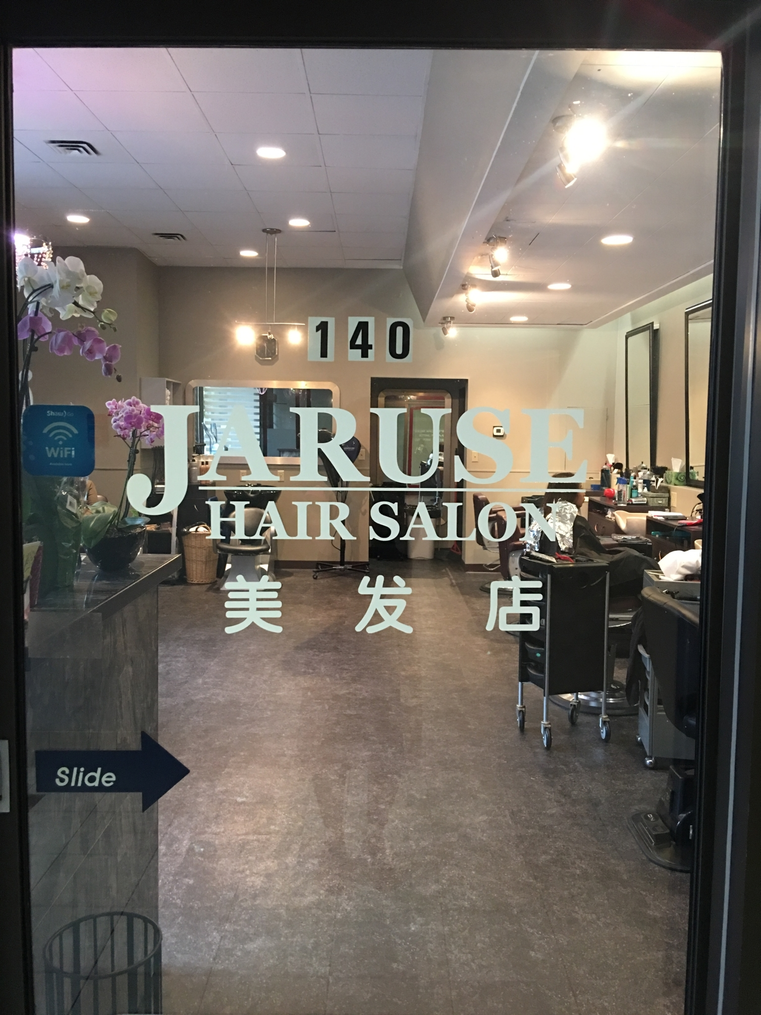jaruse hair salon horaire d 39 ouverture 140 5000 kingsway burnaby bc. Black Bedroom Furniture Sets. Home Design Ideas