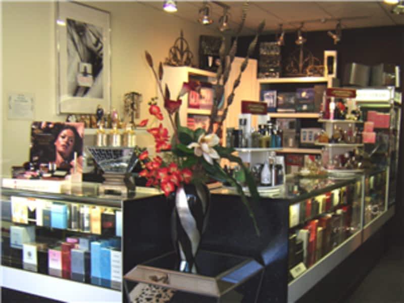 Centre d 39 esth tique de la parfumerie f mini for 98 degrees tanning salon scarborough