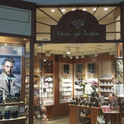Dans un Jardin - Cosmetics & Perfumes Stores - 514-499-8540