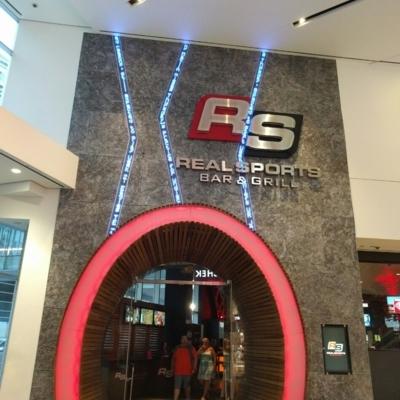Real Sports Bar & Grill - Restaurants - 416-815-7325