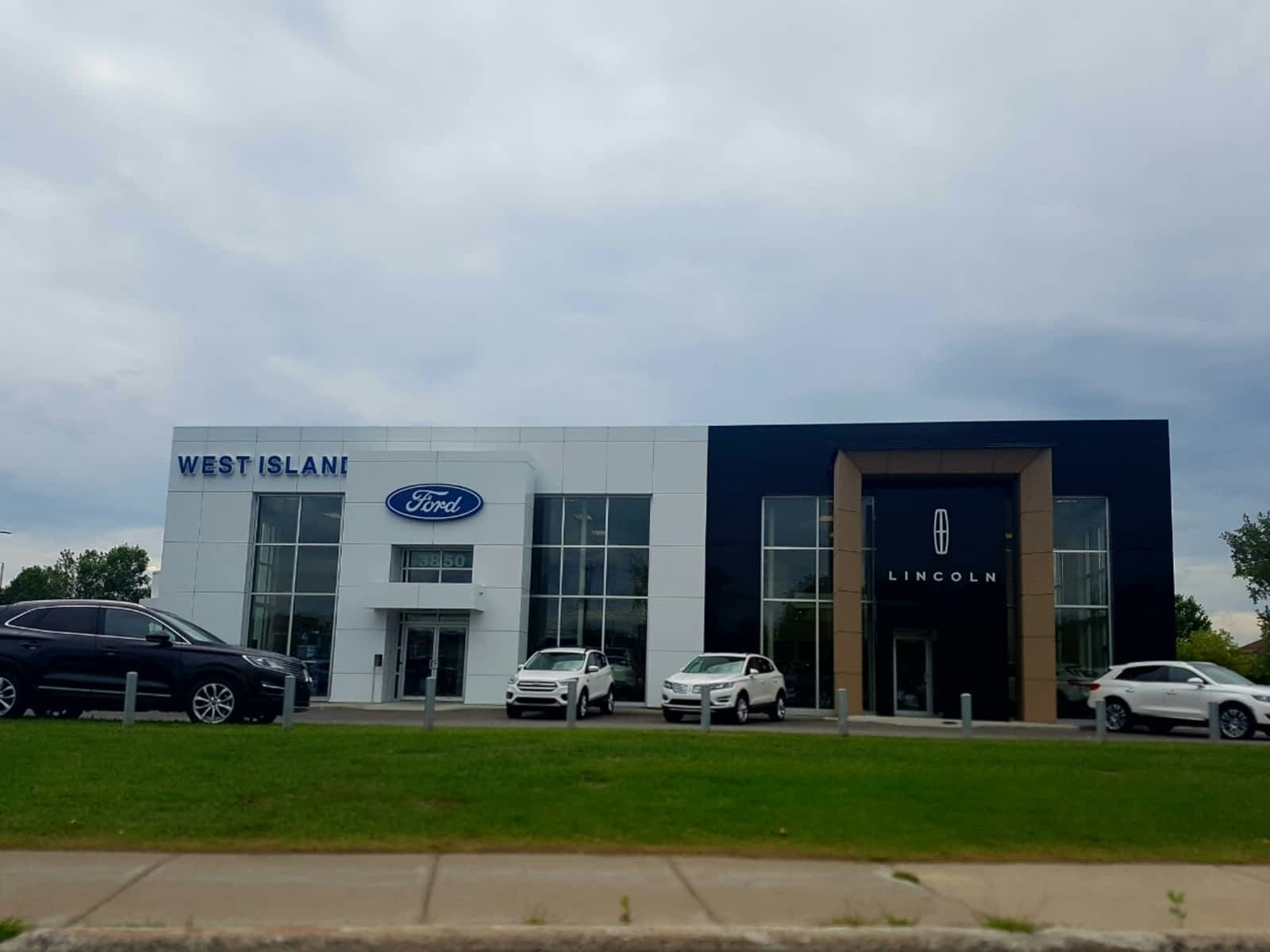 dodge motors hyundai lincoln mn showroom jeep ram adamson rochester chrysler dealership