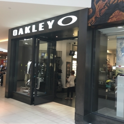 Oakley Canada Inc - Fashion Accessories - 450-653-7634