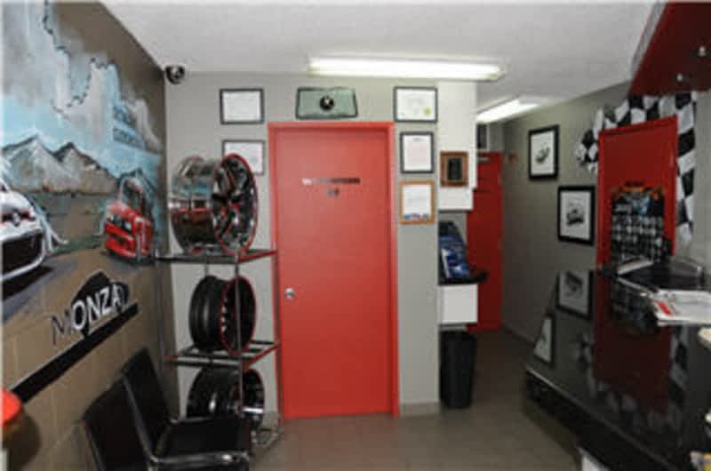 photo Monza Auto Parts & Detailing Ltd